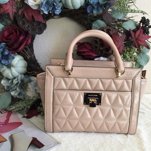 fc545875dd Michael Kors Vivianne Messenger quilted bag.